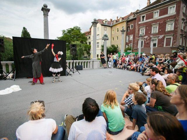 «Шоу клоунов» от театра«Минiатюръ»